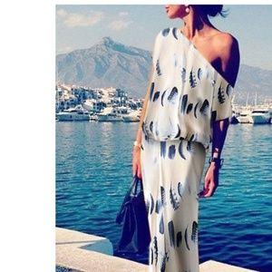 Dresses & Skirts - NWOT'S Sexy & Elegant Feather Print Maxi Dress